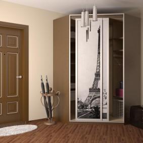 Трапециевидный шкаф с раздвижными дверцами