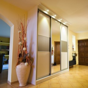 Подсветка шкафа-купе с дверцами из стекла