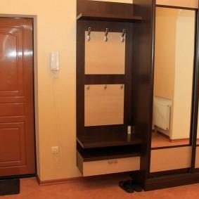 Прямой шкаф-купе с открытой вешалкой