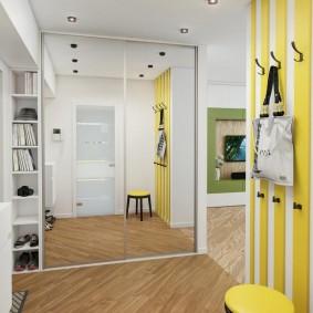 Желтые акценты в интерьере коридора
