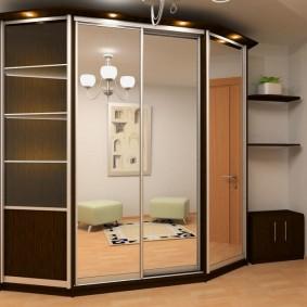 Трапециевидный шкаф с зеркальными дверцами