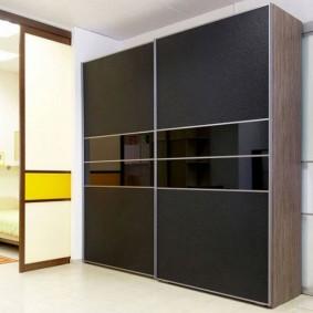 Место для шкафа-купе в интерьере коридора