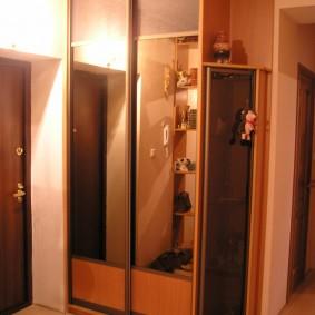 Компактный шкаф от пола до потолка
