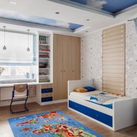 Кровать с выдвижными ящиками в комнате мальчика