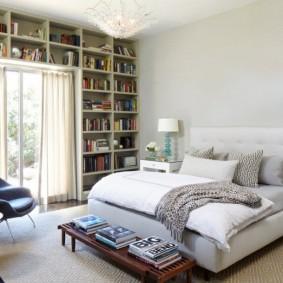 Высокие стеллажи для домашней библиотеки
