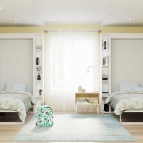 Откидные кровати на стене с окном