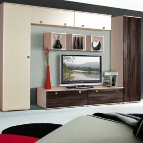 Стенка в гостиной с узкими шкафами