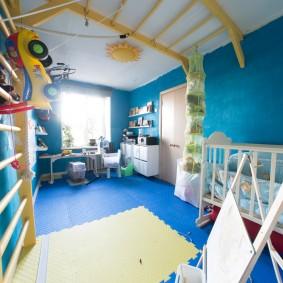 Рукоход на потолке детской комнаты