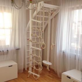 Уголок для физкультурных занятий в комнате девочек