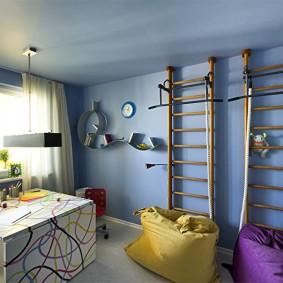 Синий потолок в комнате мальчиков