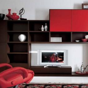 Стенка-горка с красно-коричневыми фасадами