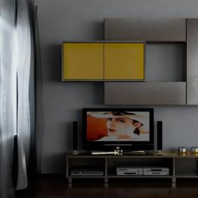 Серо-желтая горка для зала современной квартиры