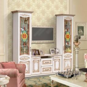 Витражные вставки на дверцах мебели