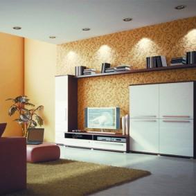 Декоративная подсветка полки в гостиной