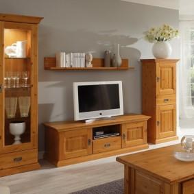 Деревянная мебель с отделкой морилкой