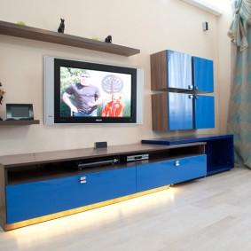 Синие фасады модульной мебели для зала