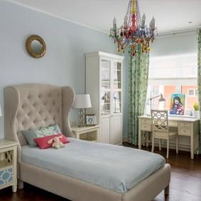 Стильная кровать в спальне девочки