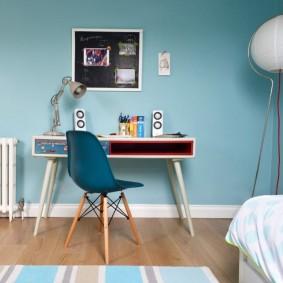 Синяя спинка детского стула