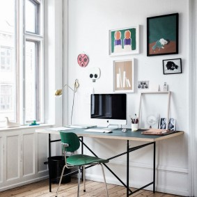 Письменный стол на металлическом каркасе