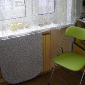 Кухонный стульчик салатового цвета