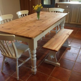Добротная мебель в гостиной деревенского стиля