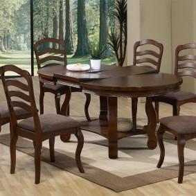 Обеденные стулья с деревянными спинками