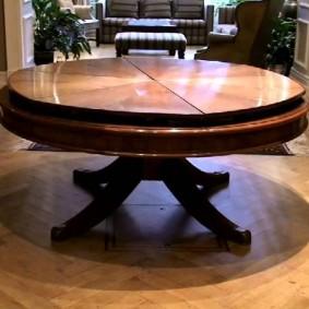 Круглый столик из натурального ясеня