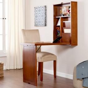 Откидной столик для работы на ноутбуке