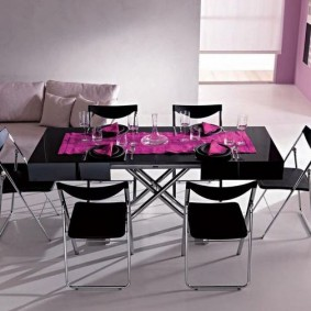 Кухонные стулья черного цвета на хромированном основании