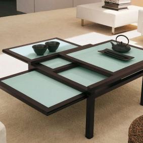 Раздвижные панели столика в гостиной