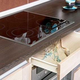 Выдвижной ящик в кухонном гарнитуре