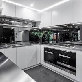 П-образная кухня в стиле хай-тек
