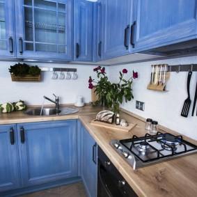 Компактная кухня в городской квартире