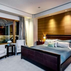 Декор спальни панелями МДФ под дерево
