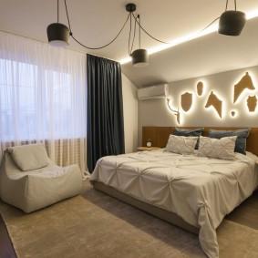 Ночники из фанеры на стене спальни