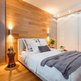 Деревянное панно над кроватью в спальне
