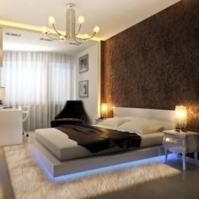 Декоративная подсветка в нижней части кровати