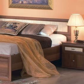 Современная кровать из ламинированной МДФ