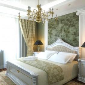 Обои в спальной комнате классического стиля
