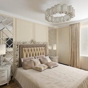 Зеркальное панно в спальном помещении
