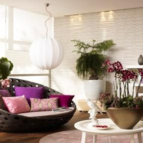 Комнатные растения в уютной квартире