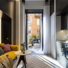 Желтый диван в однокомнатной квартире