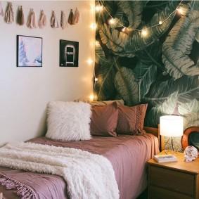 Декор спальни стильными обоями