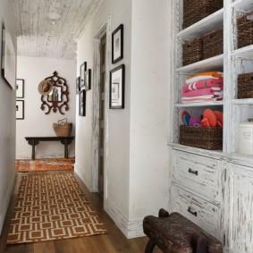 Интерьер коридора в деревенском стиле