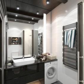 Интерьер ванной комнаты с темным потолком