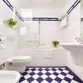 Черно-белый пол в ванной современного стиля