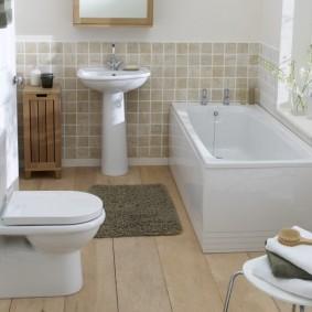 Квадратная ванная в частном доме