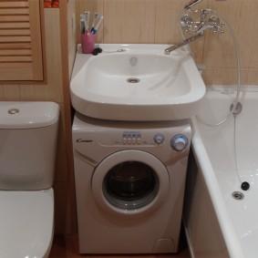 Размещение стиральной машины между ванной и унитазом