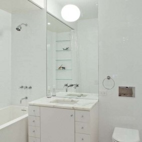 Белая плитка в интерьере ванной