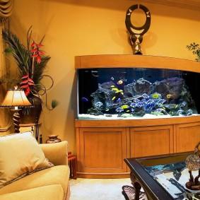 Пристенный аквариум в японском стиле